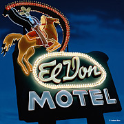 Signage Paintings - El Don Motel Night by Anthony Ross