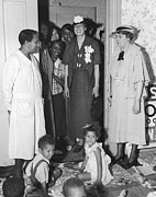 African-americans Posters - Eleanor Roosevelt Visiting A Wpa Works Poster by Everett