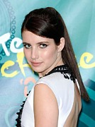 Gibson Amphitheatre At Universal Citywalk Posters - Emma Roberts In The Press Room For Teen Poster by Everett
