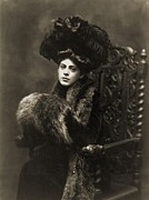 Award Framed Prints - Ethel Barrymore 1879-1959, In A 1901 Framed Print by Everett
