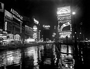 New York City Rain Prints - Ev1975 - Broadway And Times Square, New Print by Everett