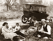 1918 Art - FAMILY PICNIC, c1918 by Granger