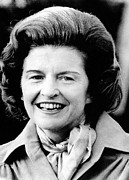 First Lady Photo Framed Prints - First Lady Betty Ford Talks To Newsmen Framed Print by Everett