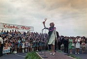 First Lady Framed Prints - First Lady Campaigning In Hawaii. A Framed Print by Everett