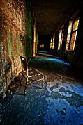 Ruinous Framed Prints - Forgotten seat. Framed Print by Nathan Wright