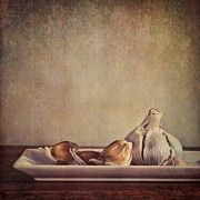 Wooden Metal Prints - Garlic Cloves Metal Print by Priska Wettstein
