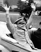 General Dwight Eisenhower Raises Both Print by Everett