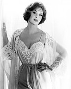 Lollobrigida Framed Prints - Gina Lollobrigida, 1961 Framed Print by Everett