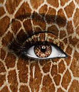 Eyeball Prints - Giraffe Print by Yosi Cupano