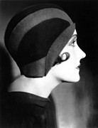 Cloche Hat Photos - Gloria Swanson, 1930 by Everett