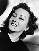 Beauty Mark Photo Prints - Gloria Swanson, Ca. Early 1940s Print by Everett