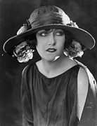 Picture Hat Posters - Gloria Swanson, Ca. Mid-1920s Poster by Everett