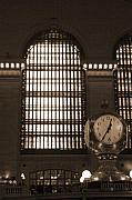 Manhattan Greeting Cards - Grand Central Station by Henri Irizarri