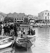 Crowd Scene Art - Greek Immigrants fleeing Patras Greece - America bound - c 1910 by International  Images