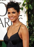 Diamond Earrings Framed Prints - Halle Berry At Arrivals For The Framed Print by Everett
