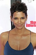 Halle Berry Framed Prints - Halle Berry In Attendance For Muhammad Framed Print by Everett