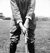 Famous Golfers Framed Prints - Harry Vardon displays his overlap grip Framed Print by International  Images