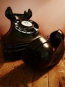 Telephone Art - Hold On by Osvaldo Hamer
