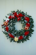 Joy Bradley                   DiNardo Designs  - Holiday Wreath