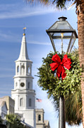 Gas Lamp Photos - Holiday Wreath St Michaels Church Charleston SC by Dustin K Ryan
