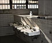 Gwyn Newcombe - I Wash My Hands