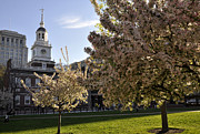 Independence Photo Posters - Independence Hall Poster by Andrew Dinh