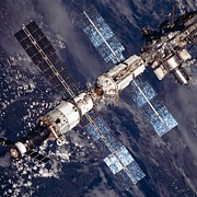 Modular Photo Prints - International Space Station In 2001 Print by Everett