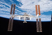 Modular Framed Prints - International Space Station In 2007 Framed Print by Everett