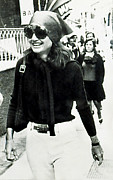 Onassis Framed Prints - Jacqueline Kennedy Onassis, Sightseeing Framed Print by Everett