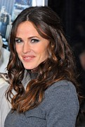Eye Makeup Photos - Jennifer Garner At Arrivals For Arthur by Everett