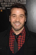 Jeremy Prints - Jeremy Piven At Arrivals For The Print by Everett