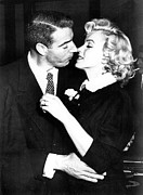 1950s Photo Framed Prints - Joe Dimaggio, Marilyn Monroe Framed Print by Everett