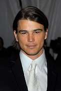 The Metropolitan Museum Of Art Costume Institute Posters - Josh Hartnett At Arrivals Poster by Everett