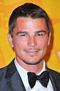 Fundraiser Art - Josh Hartnett At Arrivals For El Museo by Everett