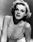 Judy Garland Framed Prints - Judy Garland In The Early 1940s Framed Print by Everett