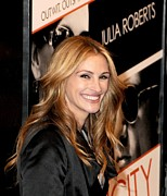 Pink Lipstick Photo Framed Prints - Julia Roberts At Arrivals For Duplicity Framed Print by Everett