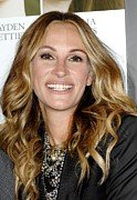Statement Necklace Art - Julia Roberts At Arrivals For Fireflies by Everett