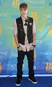 Gibson Amphitheatre Prints - Justin Bieber At Arrivals For 2011 Teen Print by Everett