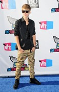 Justin Bieber Prints - Justin Bieber At Arrivals For 2011 Vh1 Print by Everett
