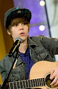 Gma Photos - Justin Bieber On Stage For Good Morning by Everett