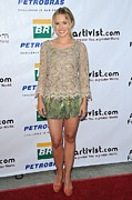 Red Carpet Prints - Kristen Bell Wearing An Alberta Print by Everett