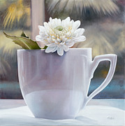 Floral Paintings - La Grande Tazza by Danka Weitzen