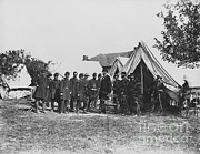 Antietam Framed Prints - Lincoln At Antietam Framed Print by Photo Researchers