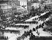 Abe Lincoln Photo Posters - Lincolns Funeral Procession, 1865 Poster by Photo Researchers, Inc.