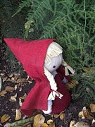 Fairytale Sculptures - Little Red by Leeanne Vavra