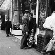 Mid Adult Men Prints - London Couple Print by Bert Hardy