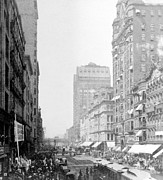 Carriages Posters - Looking down State Street - Chicago - c  1897 Poster by International  Images