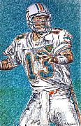 Dan Marino Drawings Framed Prints - Looking Downfield Framed Print by Maria Arango