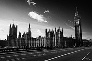 Palace Of Westminster Prints - Looking Over Westminster Bridge Towards Palace Of Westminster Houses Of Parliament Buildings Print by Joe Fox