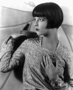Story-hairstyles Prints - Louise Brooks, Late 1920s Print by Everett